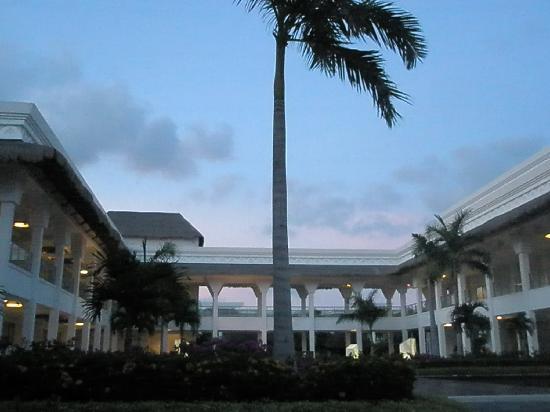 Grand Riviera Princess All Suites Resort & Spa: main square