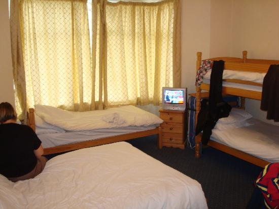 St. Breca Bed and Breakfast: THE FAMILLY ROOM ON GROUND FLOOR