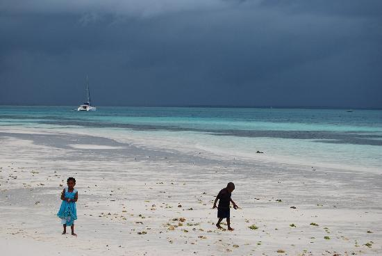 Sunset Beach Resort Zanzibar: Bambini in spiaggia
