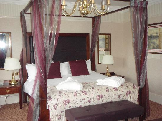 Redworth Hall Hotel: Confortable room - large bed
