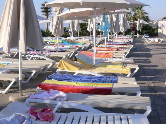 Blau Punta Reina Resort: piscine 7h du matin