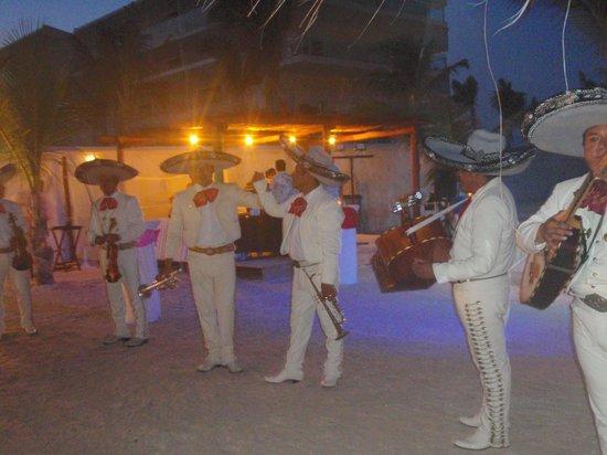 Azul Beach Resort Sensatori Mexico: Monday night beach party