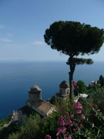 ราเวลโล, อิตาลี: View from the Villa Rufolo, Ravello.