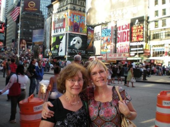 จตุรัสไทม์ส: Mom and me in Times Square
