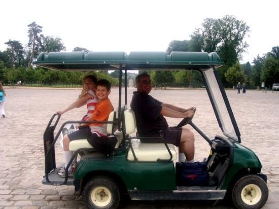 แวร์ซาย, ฝรั่งเศส: The only way to travel around Versailles gardens