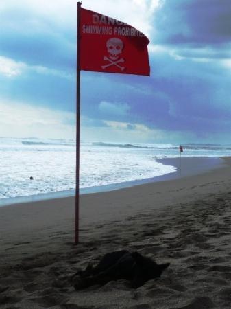 Legian, Indonesien: lifeguard on/off duty