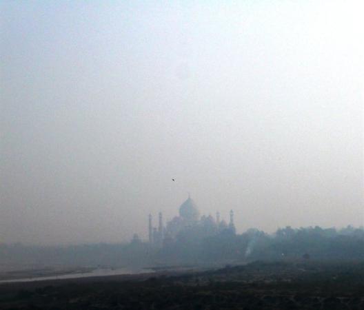 อักกรา, อินเดีย: the taj in morning mist