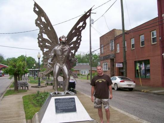 Point Pleasant, Batı Virjinya: MOTHMAN STATUE