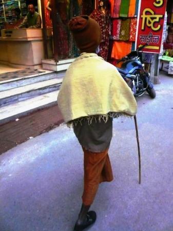 พาราณสี, อินเดีย: walking to the ghats