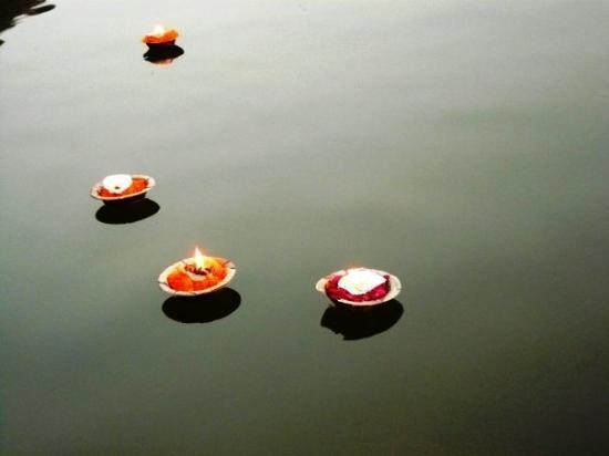 พาราณสี, อินเดีย: drifting away