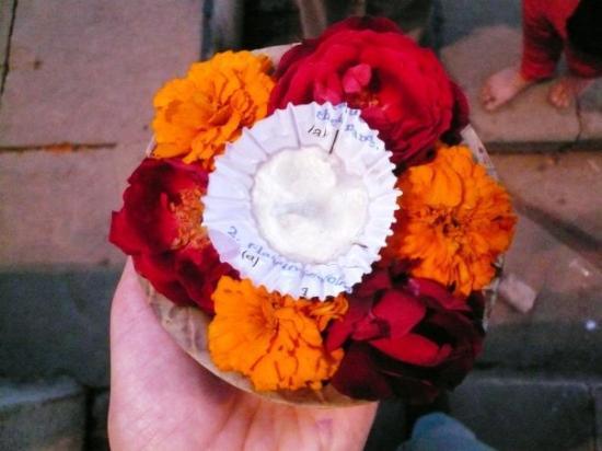 พาราณสี, อินเดีย: offering