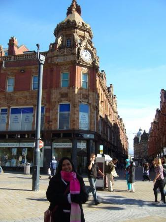 ลีดส์, UK: At the main square in Leeds