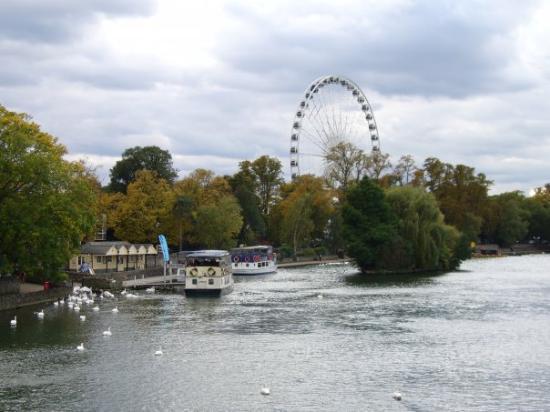 วินด์เซอร์, UK: Thames from another angle