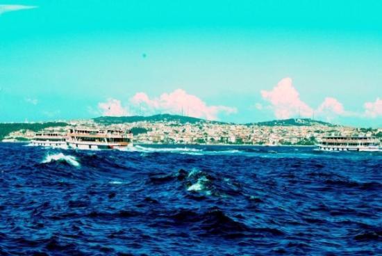 Bosphorus Cruise: А потом море выпрыгнуло и окатило меня с ног до головы своим мокрым мрамором...