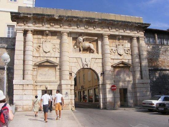 ซาดาร์, โครเอเชีย: Zadar (entrée de la vieille ville)