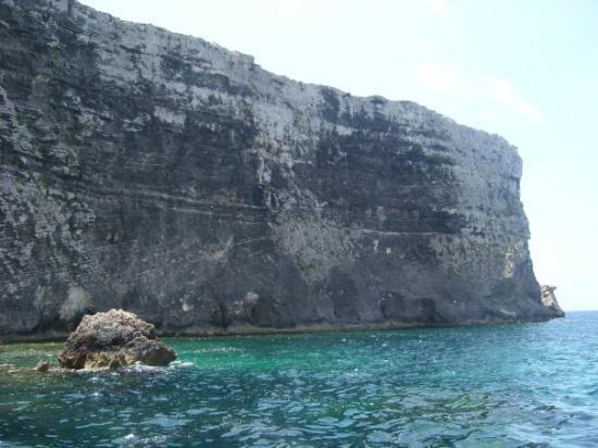 Comino, มอลตา: Plavba do Modré laguny, jsem vůbec netušil, že ve Středozemním moři může příroda vypadat i takhl