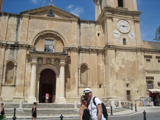 วัลเลตตา, มอลตา: S Verunkou před spolukatedrálou svatýho Jana ve Vallettě