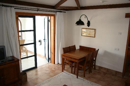 Princesa Yaiza Suite Hotel Resort: Dining Area in Lounge