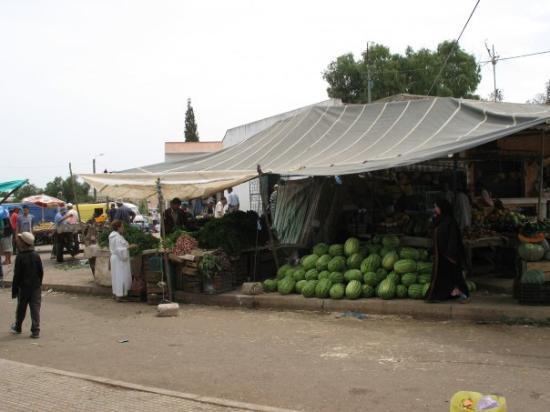 คาซาบลังกา, โมร็อกโก: Marché du Samedi Melons, Figues et Oranges!Des fruits tout simplement délicieux!! BENSLIMANE