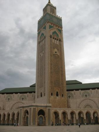 คาซาบลังกา, โมร็อกโก: Mosquée Hassan II Un Monument impressionant surtout si l'on regarde la taille des gens par rapp