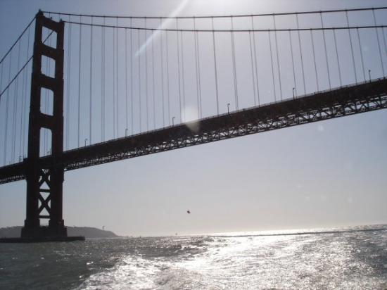 สะพานโกลเดนเกท: Golden Bridge in SF, whose color is not Gold!