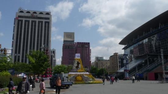 ปูซาน, เกาหลีใต้: Bahnhofsvorplatz von Busan