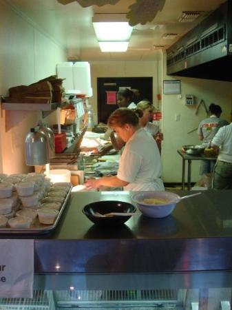 แมกโนเลีย, อาร์คันซอ: The crew in the kitchen