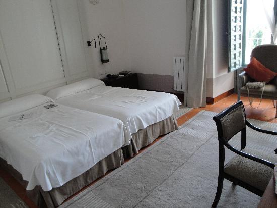 Parador de Turismo de La Granja: spacious room with high ceiling