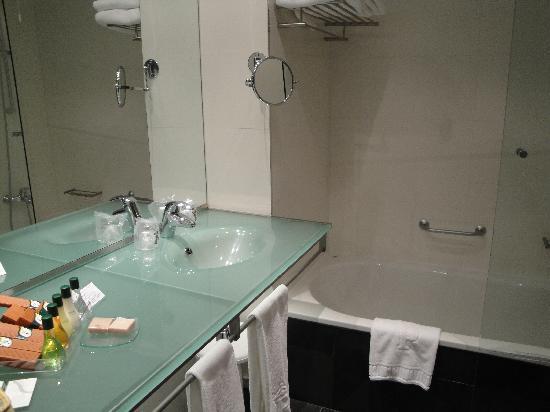Parador de Turismo de La Granja: same bathroom