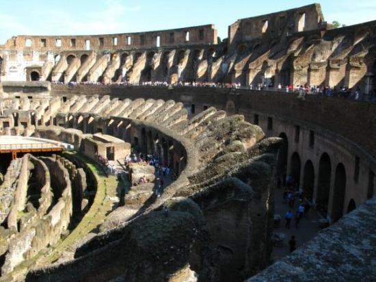 โคลอสเซียม: Colosseum, Roma.