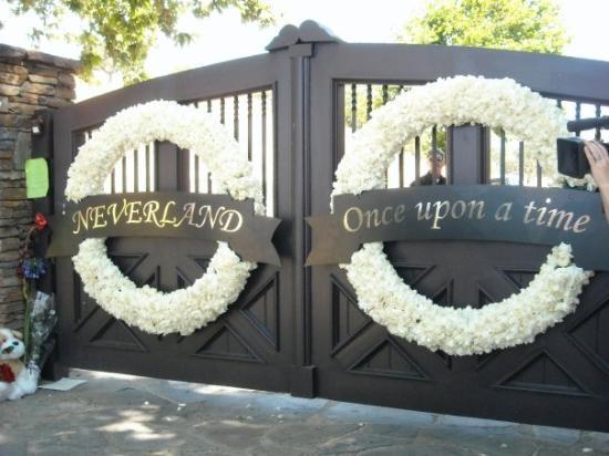 ซานตาบาร์บารา, แคลิฟอร์เนีย: The outer gates at Neverland.