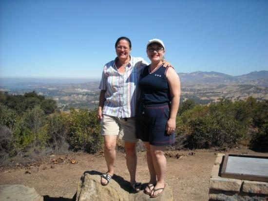 ซานตาบาร์บารา, แคลิฟอร์เนีย: Heading back through the Santa Ynez Valley to Neverland on July 4th.