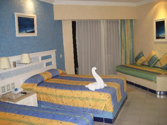 Sandos Playacar Beach Resort: Beach room with Oceanview Balcony 1427