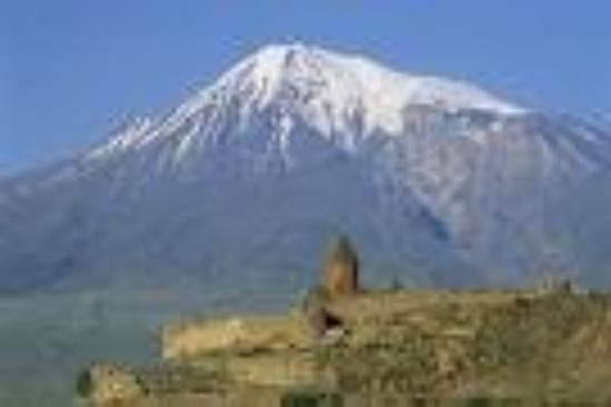เยเรวาน, อาร์เมเนีย: Mt. Ararat.  It is now located in Turkey but used to be located in Armenia.  Now the former USSR