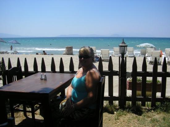 Uzun Plaj: Lunchtime on Longbeach
