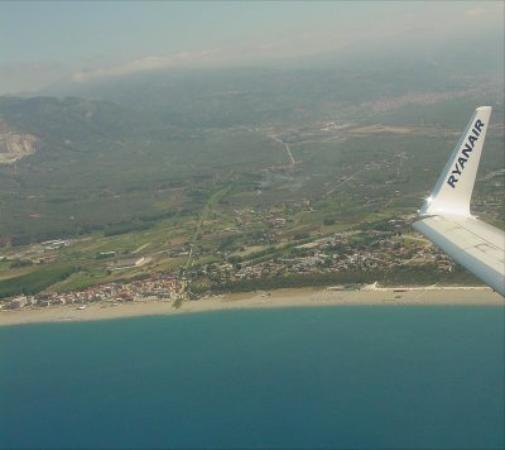 Badolato, อิตาลี: The coast from Ryanair