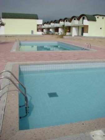 Badolato, อิตาลี: Both pools and the houses behind