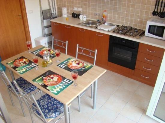 Badolato, อิตาลี: Kitchen from the stairs  Jan 2008