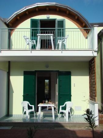 Badolato, อิตาลี: Exterior  Jan 2008