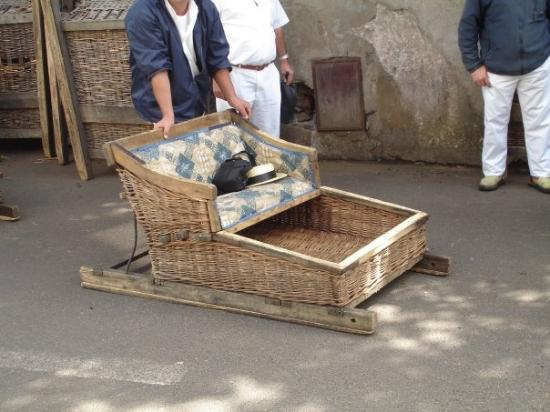 ฟุงชาล, โปรตุเกส: The Monte Toboggan - Sliding in a wicker basket mounted on wooden runners, it is possible to cov