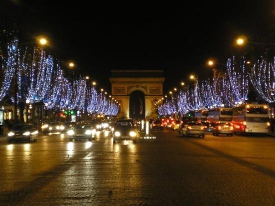 ประตูชัย: oooh Champs Elysees...