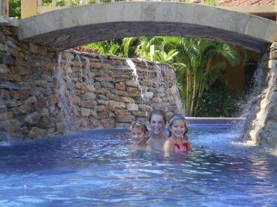 Mayan Princess Beach & Dive Resort: sipka babies in the pool