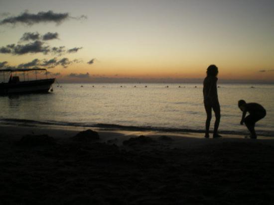 Roatan (เกาะโรอาทาน), ฮอนดูรัส: first sunset in honduras