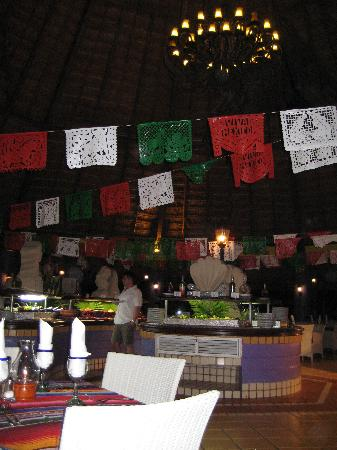 Sandos Playacar Beach Resort: Mexican Buffet-Waiter was great there