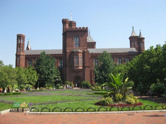 อาคารสถาบันสมิธโซเนียน: The Castle building at Smithsonian