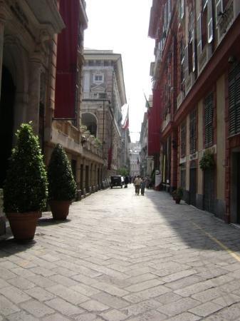 เจนัว, อิตาลี: Via Girabaldi