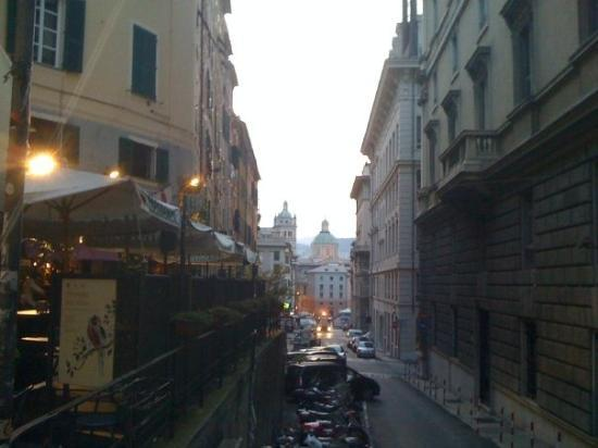เจนัว, อิตาลี: View up Sal Prione from the Porta Soprana