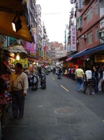 ไทเป, ไต้หวัน: 第二天 - 淡水老街  昏暗的天色跟濛濛的細雨一直伴著我