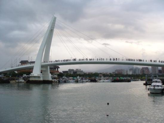 ไทเป, ไต้หวัน: 漁人碼頭之情人橋