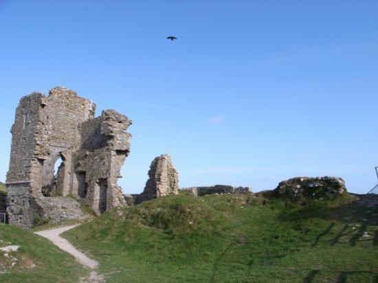 20070519 Corfe Castle... pieces of broken stones but beautiful, right?